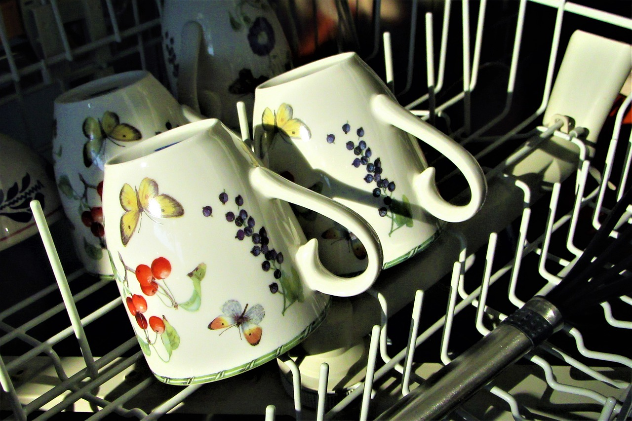 dishwasher-with-mugs